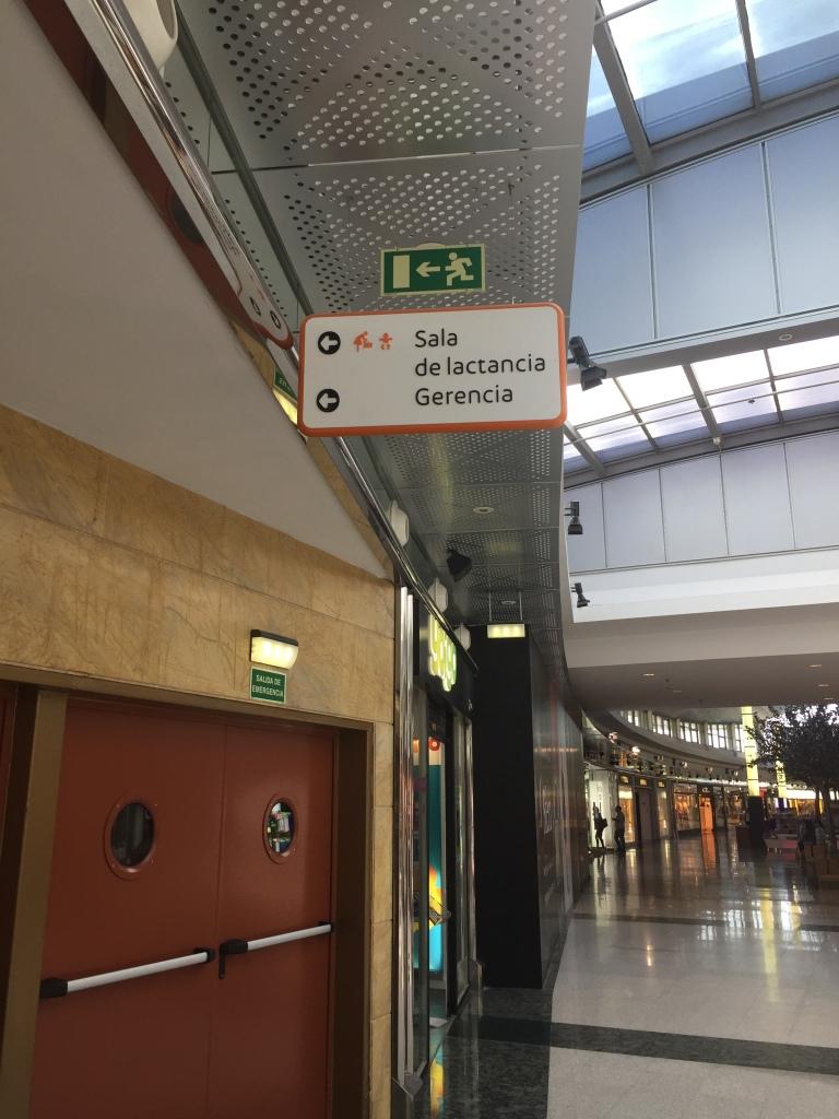 Indicaciones Sala de Lactancia en Intu Asturias zona tiendas