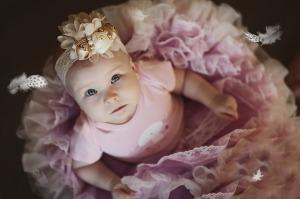 Bebé con ropa de bailarina.